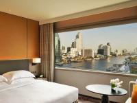 King Deluxe Room Bedroom Day