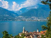 Blick auf die Stadt Vira am Lago Maggiore