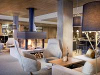 In der Kaminlounge gemütliche Stunden verbringen / Bildquelle: Beide © Zugspitz Resort