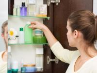 Ein Vorteil von Spiegelschränken: viel zusätzlicher, neuer Stauraum und nichts steht unaufgeräumt herum!