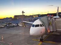Die Welt ist noch in Ordnung: Sonnenaufgang am Flughafen