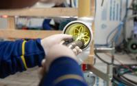 Spacer im Rohr: Mit einem glasfaserverstärkten Polyesterharz werden die neuen Rohre vor Ort in das Leitungssystem produziert. Die alten Rohre dienen als Formgeber und verbleiben dort, wo sie sind.