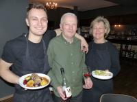 Martin Walther mit seinen Eltern Joachim und Elzbieta / Bildquelle: Beide meeco Communication Services