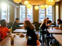 a&o Warschau - Frühstücksbereich: Erwachsene zahlen 7,90 Euro, Kinder und Jugendliche frühstücken gratis bzw. ab 3,50 Euro