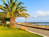 Fuerteventura gehört zu den Kanarischen Inseln im Atlantischen Ozean und liegt circa 120 Kilometer westlich der marokkanischen Küste