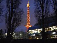 Dank des Coronavirus leuchtet auf der Messe Berlin leider nur der Funkturm... / Bildquelle: Hotelier.de