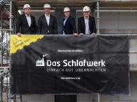 Die Macher der neuen Hotelmarke (v.l.n.r.): Jens Philipsenburg, Oliver Wilm, Thomas Fülster und Hans Schmid sind die Geschäftsführer der DQuadrat Living GmbH bzw. DQuadrat Real Estate GmbH. / Bildquelle: DQuadrat Living GmbH