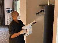 Desinfektion im Hotelzimmer / Bildquelle: Marriott International