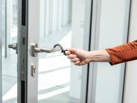 Hook, der Wanzl Hygiene-Haken kann Türen öffnen und schließen, Bildquellen WANZL