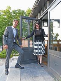 Janine Bolland-Georg übergibt Führung des BollAnts - Spa im Park an Jörg Stricker / Bildquelle: BollAnts - Spa im Park