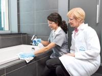 Vertrauen = Sicherheit = Sauberkeit: Ecolab Hygieneexpertin Vorort bei Housekeeping-Schulung