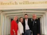 Petra Schumann mit Tochter Samira, Juniorchef Frederik Nebrich und Rüdiger Schumann (v.l.n.r.). / Bildquelle: Hotel bei Schumann
