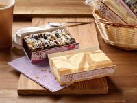Caramel Cheesecake (vorne) und Glutenfreier Himbeer-Brownie (hinten) / Bildquelle: Alle Bilder erlenbacher backwaren gmbh