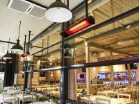 Relax Glass IR-Heizstrahler Deckenmontage im Außenbereich des Restaurants 'Der Grieche' in Frankfurt/Main. / ©BURDA WTG