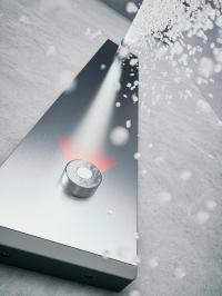 Mit gerade einmal vier Zentimetern Tiefe ist die Edelstahlhaube der CONPRIMUS deutlich schlanker als vergleichbare Produkte / Copyright: CONTI+