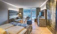 Natur drinnen und draußen: Die Raumluft in den Zimmern ist gut, die Außenluft im Heilkurort Titisee auch; Bildquelle (c) Seehotel Wiesler