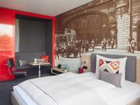 So lässt es sich nicht nur als Student fein leben: wohnen, kochen, chillen samt Designmöbel, Küche, Safe und Balkon für ab 750 Euro inklusive MwSt / Bildquelle: Beide © Living Hotel