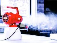 Befüllt mit CONTI+ oXan® fresh können die Kaltvernebler Räume aller Art schnell und umweltverträglich von Viren, Keimen, Bakterien sowie von Schimmel- und Pilzsporen befreien. / Bildquelle: CONTI+