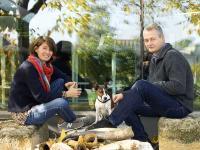 Heike und Gernot Heinrich mit Hund / Bildquelle: Weingut Heinrich