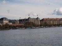 Blick über den Zürichsee auf das Small Luxury Hotel Ambassador Zurich / Bildquelle: Hotelier.de
