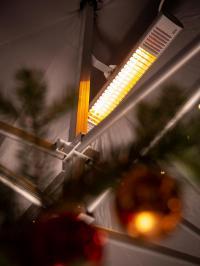 Die Infrarot-Kurzwellen-Heizstrahler von AEG Haustechnik wärmen schnell und direkt. Für eine Fläche von 10 bis 12 qm reicht ein Gerät aus