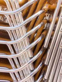 Ein gewohntes Bild: Unbenutzte Stühle der Gastronmie