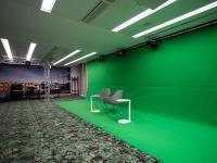 Scandic Berlin Potsdamerplatz Studio mit Bühne und Green Screen; Bildquelle alle Scandic