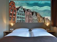 Schickes Wandpaneel lässt einen Rostock spüren: Bildquelle B&B Hotels