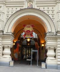 Jede Frau möchte hier hin: Eingang vom Kaufhaus GUM im Moskau