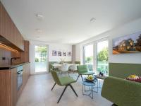 Alle sieben Ein- bis Zweizimmer-Apartments mit Größen zwischen 20 und  50 Quadratmetern verfügen über einen Freisitz oder Balkon, sind effizient geschnitten, mit hochwertigen Materialien wohnlich und dennoch robust gestaltet.