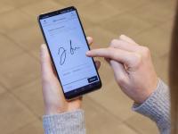 In der PWA (Progressive Web App) von CODE2ORDER können Gäste ihre Buchung verwalten, den digitalen Meldeschein ausfüllen (im Bild) und Türen öffnen, ohne eine App auf ihr Smartphone herunterladen zu müssen.