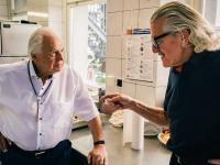 Jahrhundertkoch Eckart Witzigmann (links) und Unternehmer Dieter Meier (rechts) im Gespräch / Bildquelle: Nils-Hendrik Zündorf