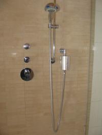 Der Seccua Duschfilter Räyn kann am Point of Use, also der Dusche, installiert werden und schützt als Sofortmaßnahme sicher vor Legionellen.