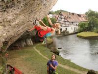 Im Nürnberger Land sind die Wege zum Kletterfelsen kurz. / Bildquelle: Beide Nürnberger Land Tourismus, Frank Boxler