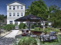 Jens und Birte Müller übergeben im Mai den operativen Betrieb ihres Parkhotel Wangerooge an die unitels consulting GmbH, die das Management des 26-Zimmer-Hotels übernehmen wird. / Bildquelle: Parkhotel Wangerooge
