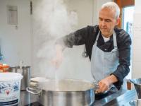 Kurt Resch bringt Klimaschutz und gute Küche zusammen. / Bildquelle: Mattias Fredriksson für Bosch eBike Systems