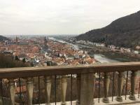 Winterlicher Blick vom Heidelberger Schloss auf die Altstadt und den Neckar