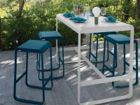 Tisch mit hohen Hockern der Bellevie Kollektion