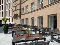 Leonardo Royal Nürnberg Restaurant Terrasse - Leonardo Royal Nürnberg besticht mit zukunftsorientiertem Hotelkonzept und Highlights wie Leonettes und Levante-Küche / Bildquelle: Alle Bilder Leonardo Hotels Central Europe
