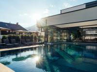 Außenpool im neuen aja Resort Garmisch-Partenkirchen / Bildquelle: Erik Gross