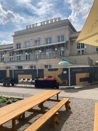 Weniger los im Restaurant Zenner in Berlin an der Spree im Sommer 2021, Bildquelle Hotelier.de