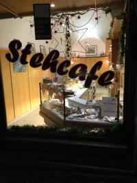 Ganz in der Nähe des Weißen Hasen: Kleines Stehcafe am frühen Morgen in der Passauer Altstadt; Bildquelle Hotelier.de