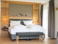 29 Zimmer im Best Western Plus Hotel Alpenhof in Oberstdorf glänzen nach der Renovierung im modern-alpenländischen Stil. / Bildquelle:  BWH Hotel Group Central Europe GmbH