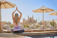 Yoga auf der Dachterrasse mit herrlichen Ausblick