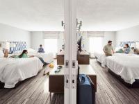 Family in a Hampton by Hilton interconnecting room / Bildquelle: Beide © 2021 Hilton
