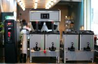 Die Curtis G4 GemX Gemini gewährleistet dank intelligente Technologien und flexibler Satellitenbehälter das besondere Kaffeeerlebnis. / Bildquelle: Wilbur Curtis