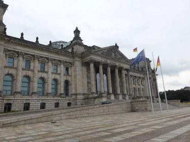 Reichstagskuppel wegen Reinigung geschlossen - Dachterrasse bleibt zugänglich