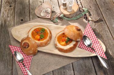 Schnelle Rezepte für heiße Suppen, Brotzeitplatten und süße Leckereien