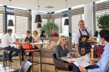 Novotel München Airport setzt gastronomisches Konzept THE FLAVE um