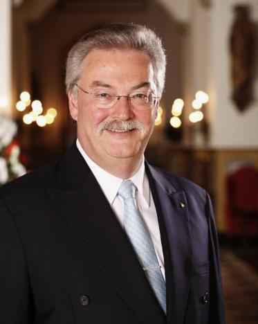 Hans Wiedemann vom Badrutts Palace Hotel erhält  PATWA-Award